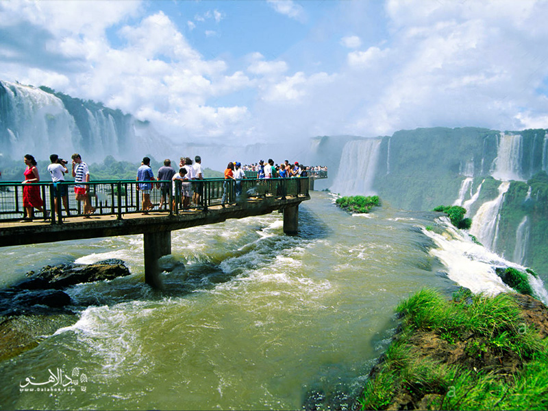 آبشارهای خروشان ایکواسو در مرز برزیل و آرژانتین