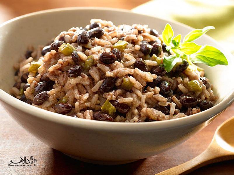 غذای سنتی کوباییها، لوبیای سیاه است و برنج که در تمام دوران سختی و تحریمهایشان آن را میپختند.