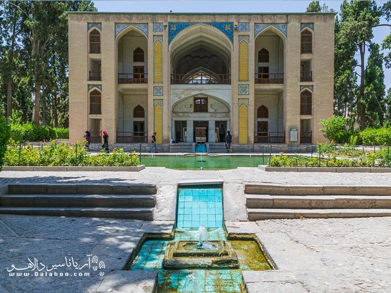 باغ فین کاشان؛ باغهای ایرانی عمارتیاکوشکاصلی دارند.