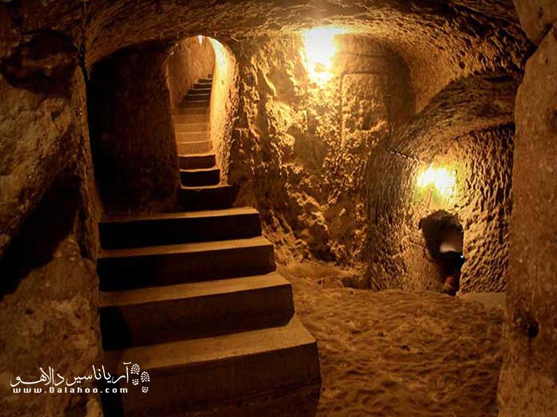 ورودی و راهروهای شهر زیر زمینی اویی تنها گنجایش یک نفر را دارد.