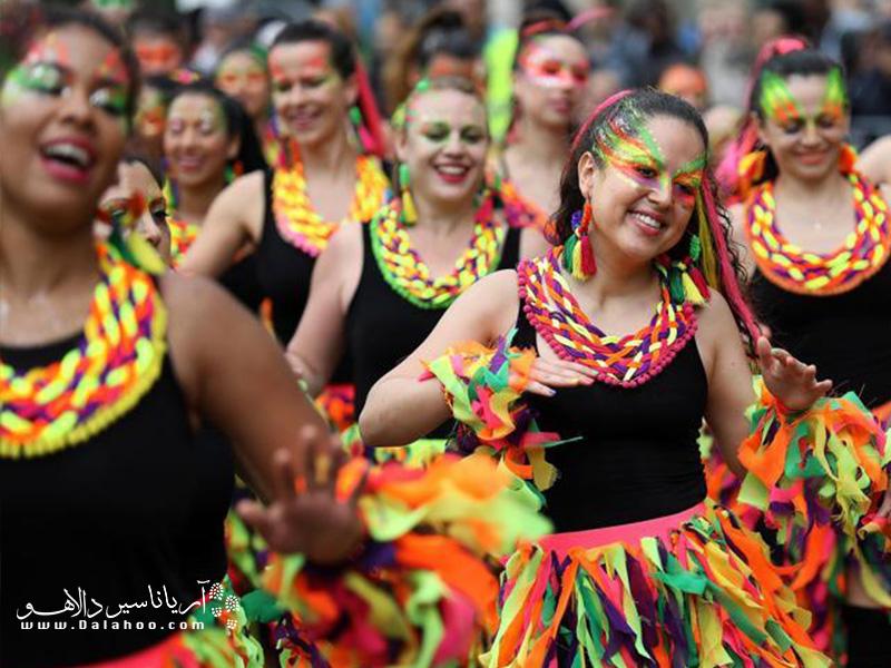 این کارناوال برای مبارزه با نژادپرستی شکل گرفت و شرکت در این جشنواره تحمل نژادها و تعامل با آنها را به شرکت کنندگان میآموزد.