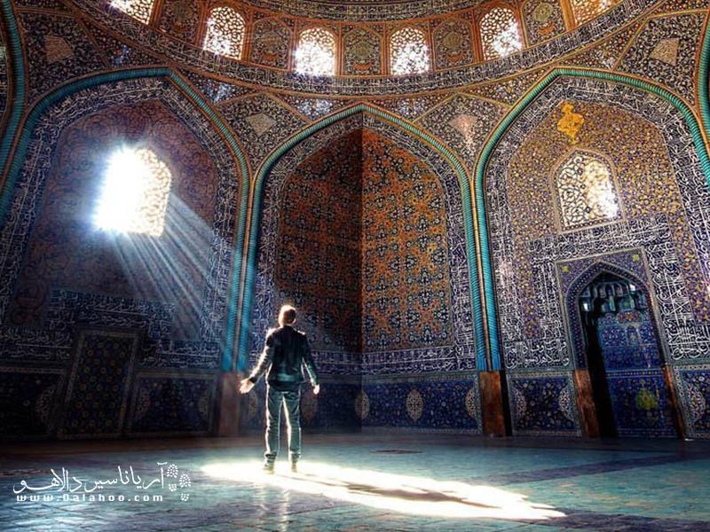تنها گنبد نخودی رنگ ساخته شده در زمان صفویان، گنبد این مسجد است.
