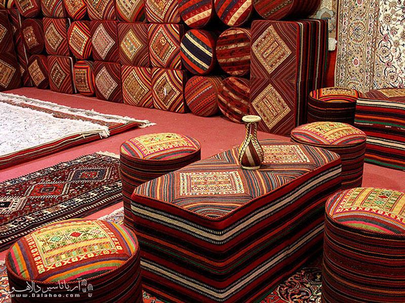 قالیبافی، تنها یکی از آثار هنری شهر اصفهان است.