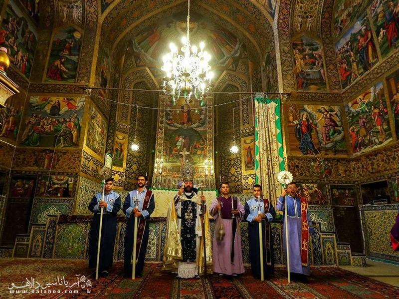 یکی از لیساهای زیبای ارمنیان اصفهان، کلیسای وانک است.