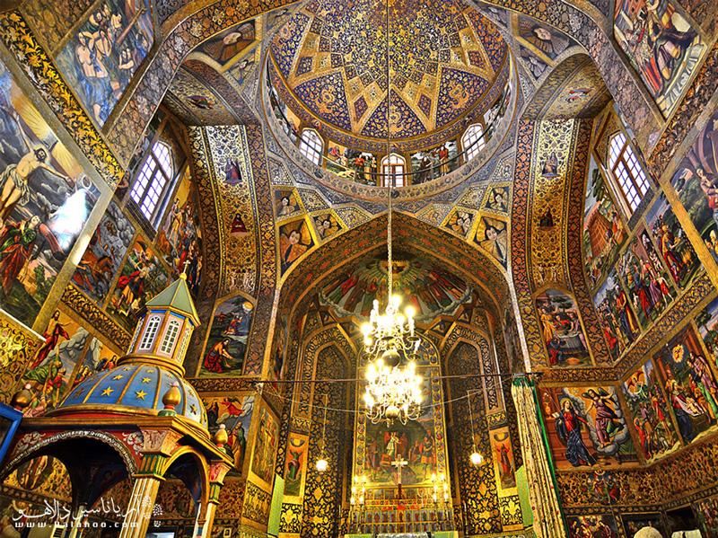 نقاشیهای کلیسای وانک همگی رنگ روغن و آب طلا هستند و متاثر از نقاشیهای ایتالیایی.