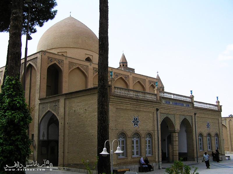 کلیسای وانک یادگار کوچ ارامنه از جلفا به اصفهان به دستور شاه عباس است. وانک بر خلاف دیگر کلیسا از خشت خام ساخته شده نه سنگ