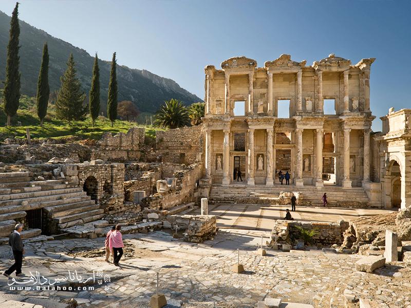 کتابخانه سلسوس (Celsus)، گوشه جذابی از سایت باستانی افسوس.
