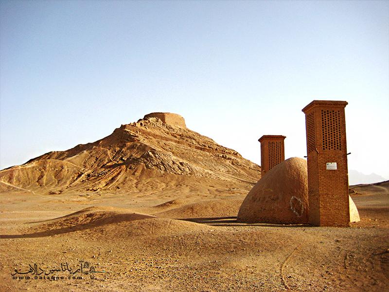 دخمه زرتشتیان یزد به برج خاموشان یا برج سکوت معروف است.