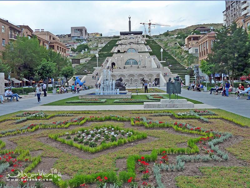 مرکز هنر کافسجیان، یکی از جاذبههای مهم فرهنگی شهر ایروان است.