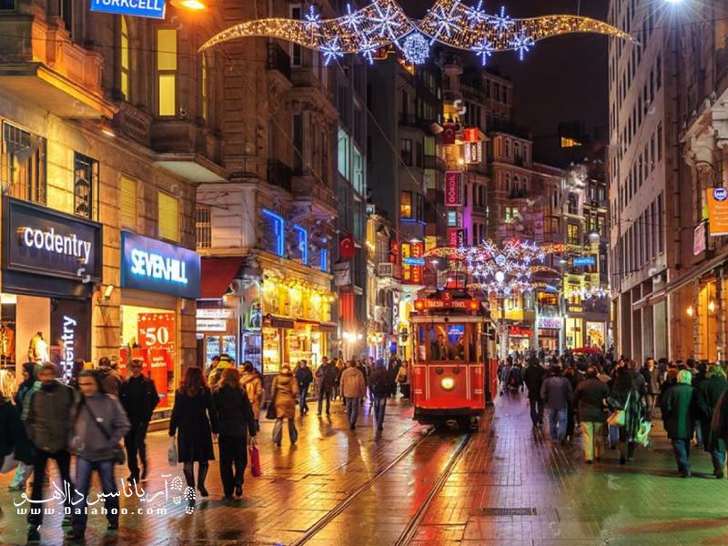 جاده  استقلال یکی  از مشهورترین خیابانهای استانبول و حتی ترکیه است.
