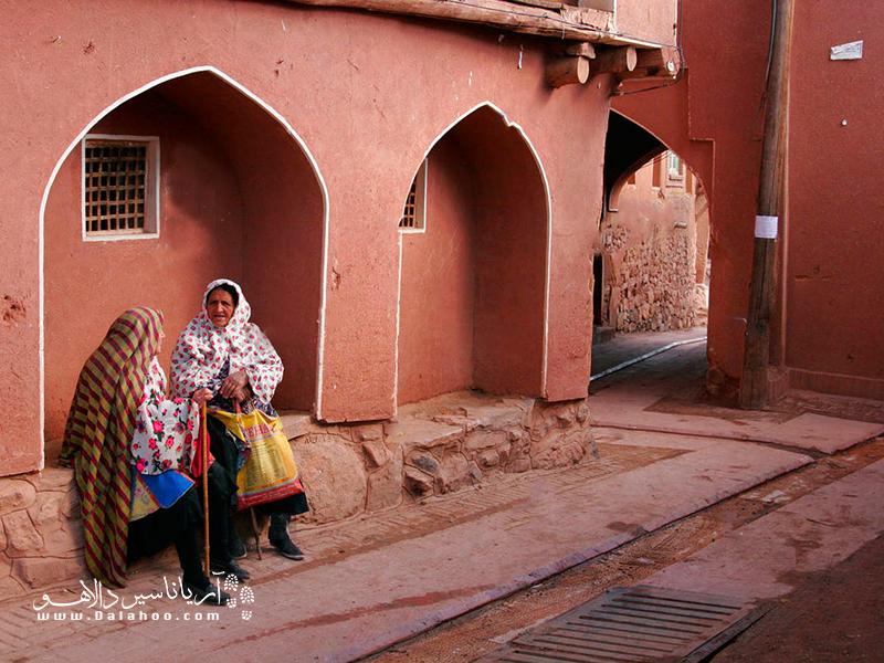 ابیانه به روستای سرخ ایران معروف است.
