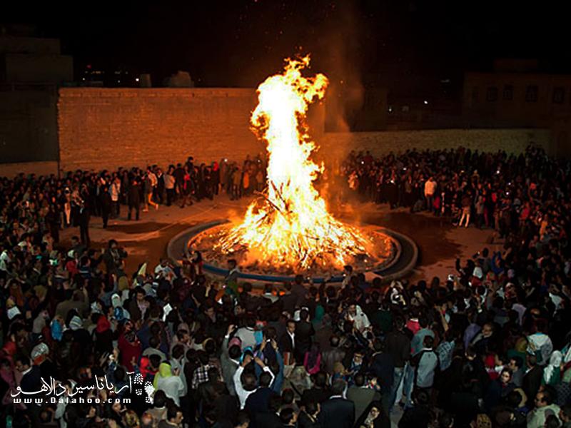 یکی از جشنهای باستانی که در شهر یزد برگزار میشود، جشن سده است.