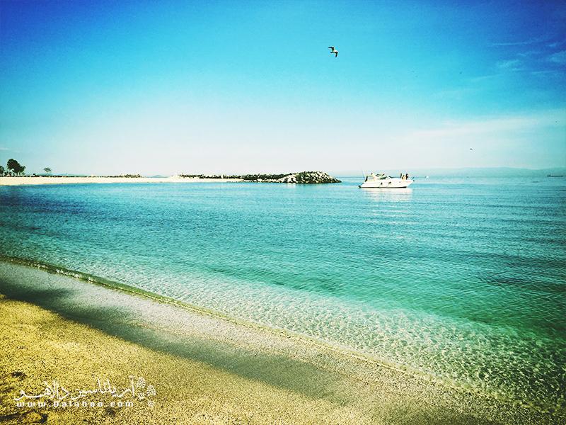فلوریا نام ساحلی آرام در کرانه دریای مرمره است.