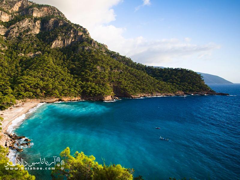 سواحل زیبای دریای مدیترانه، دریای اژه، دریای سیاه و دریای مرمر.