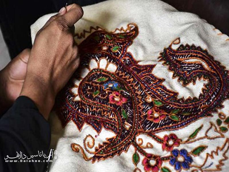 یکی از سوزندوزیهای سنتی ایران که در تاریخ گذشته فرهنگی کرمان ریشه عمیقی دارد پتهدوزی است.