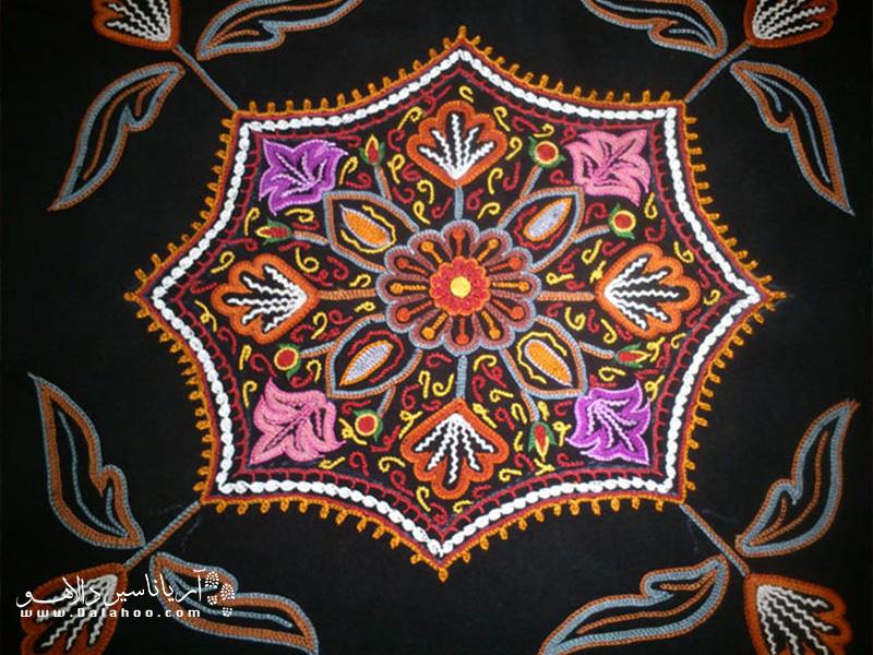 گبردوزی یا زرتشتی دوزی یکی از صنایع دستی سنتی ایران است که در کرمان نیز وجود دارد.