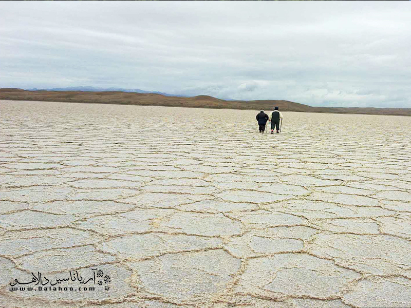 چند ضلعیهای دریاچه نمک و زیباییهای آن در مرنجاب.