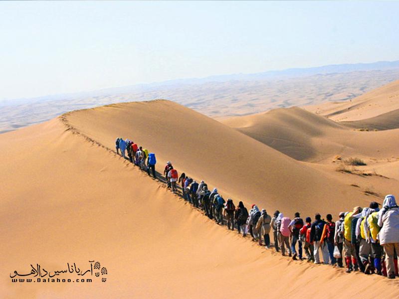تپههای شنی مرنجاب لذت نابی از قدم زدن را به شما خواهند چشاند!