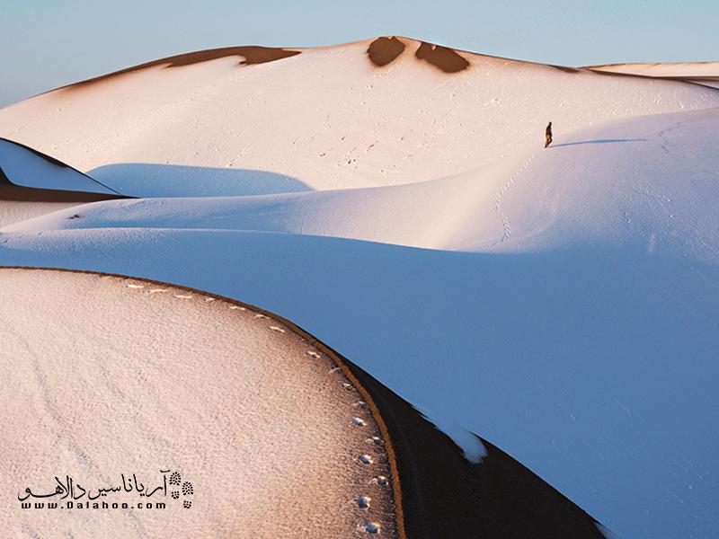 وقتی زمستان میشود و شنهای گرم و طلایی در میان برفها غرق میشوند.
