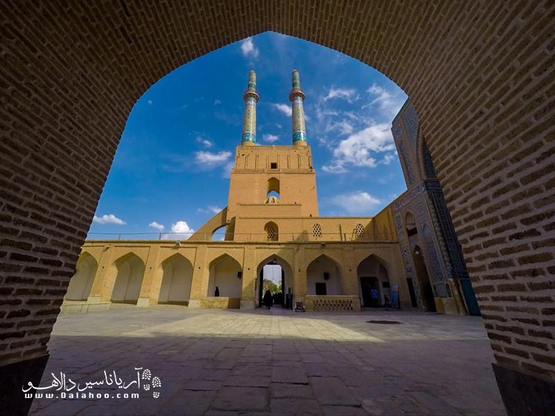 نام شاهرخ تیموری روی کتیبه سردر مسجد جامع یزد نوشته شده است.