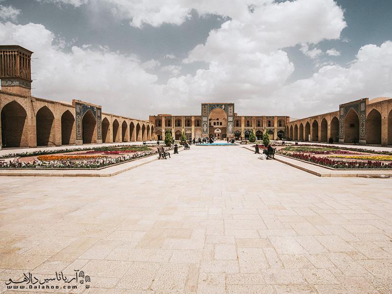 این مجموعه یادگار دوران صفویان در کرمان است.