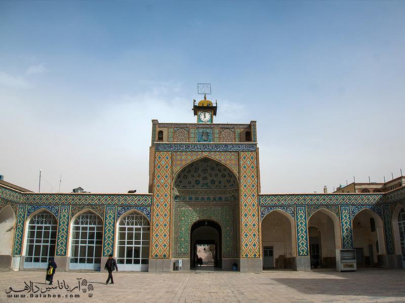 ساخت این مسجد 700 ساله مربوط به زمان حکومت آل مظفر است.