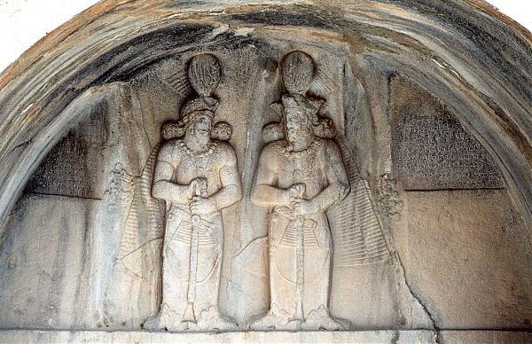 طاق کوچک شاهپور دوم و شاهپور سوم