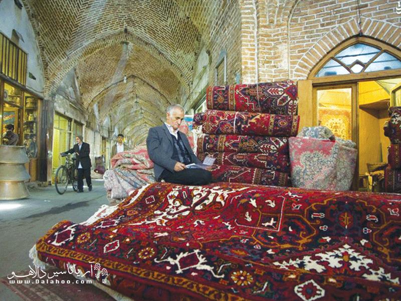 میگویند سنت قالیبافی در تبریز به قبل از دوران صفوی میرسد.