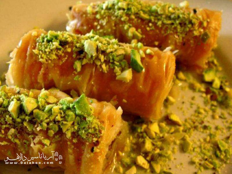 باقلوای تبریز که به سبک باقلوای ترکیه پخته میشود طعم بینظیری دارد.
