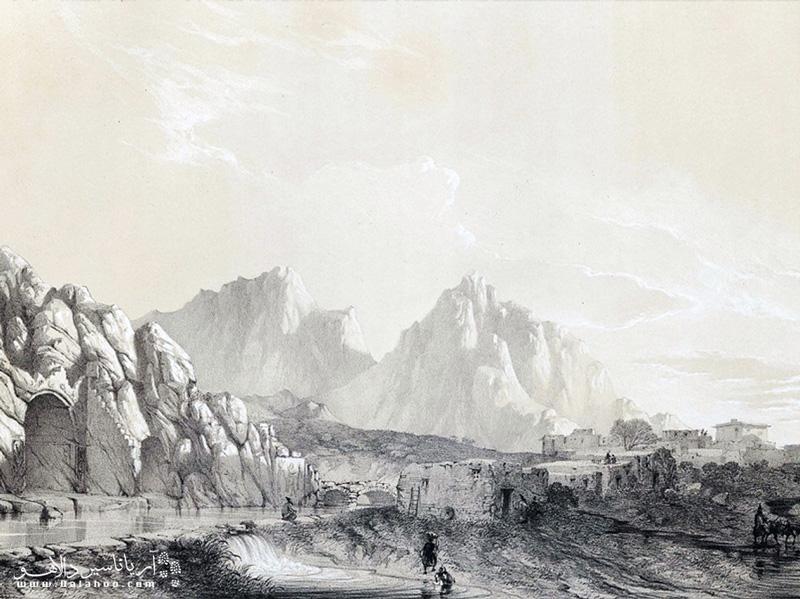 تصویر قدیمی از طاق بستان که جریان سراب بستان را در مقابل بیستون نشان میدهد.