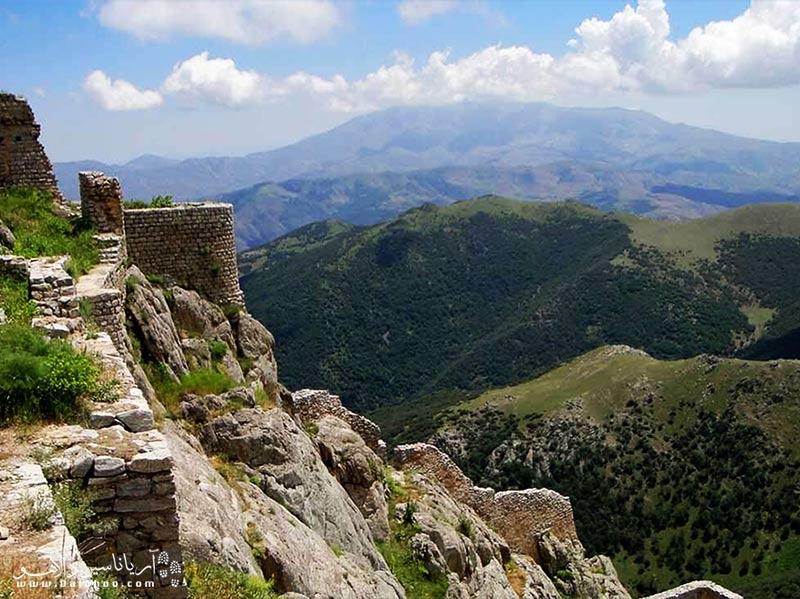 قلعه بابک چشم انداز بسیار زیبایی به منطقه  ارسباران دارد