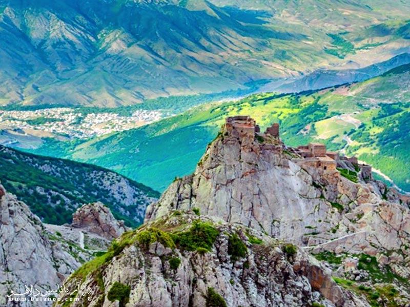 قلعه بابک در استان آذربایجان شرقی و شهرستان کلیبر واقع است.