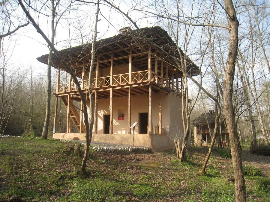 بخش معماری این موزه، مجموعهای است که قدمت بناهای آن به طور متوسط به ١٥٠ سال میرسد.