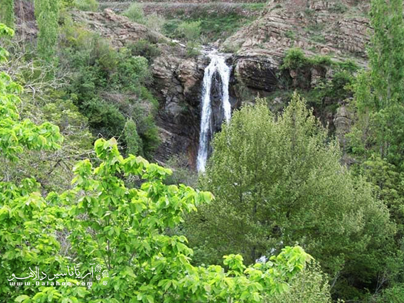 آبشار زیبای روستای برگ جهان.
