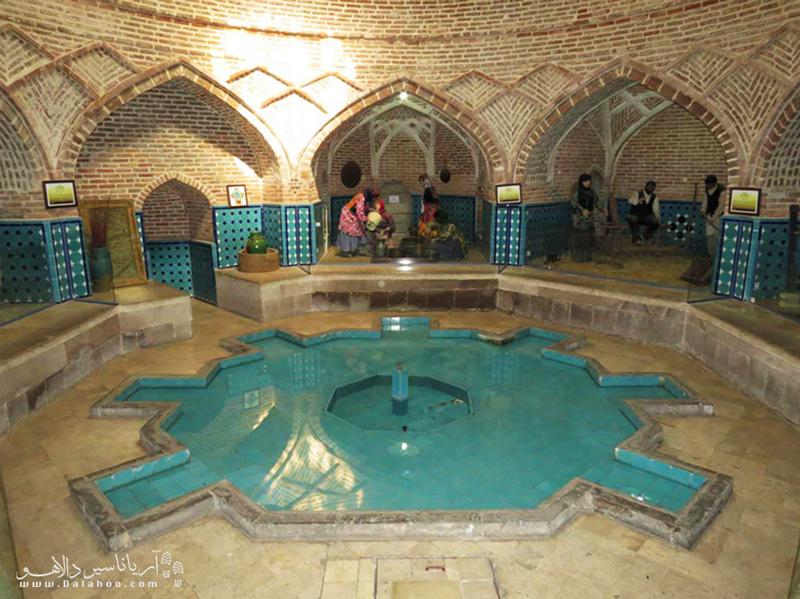 سربینه یا رختکن حمام، فضایی سرد و خشک دارد و در معماری ایرانی این فضا معمولاً به شکل هشتضلعی ساخته میشود.