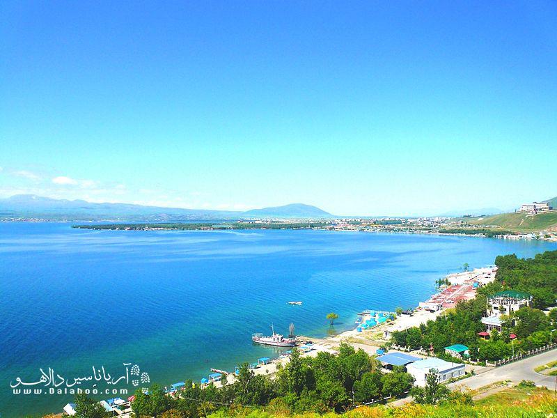 دریاچه سوان یکی از بزرگترین دریاچههای کوهستانی آب شیرین در جهان است.