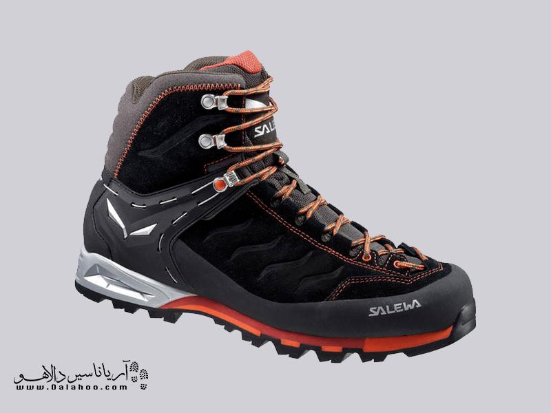 کفشهای کوهنوردی ساق بلندی دارند تا مچ پا را محکم نگه داشته و خوب محافظت میکند.