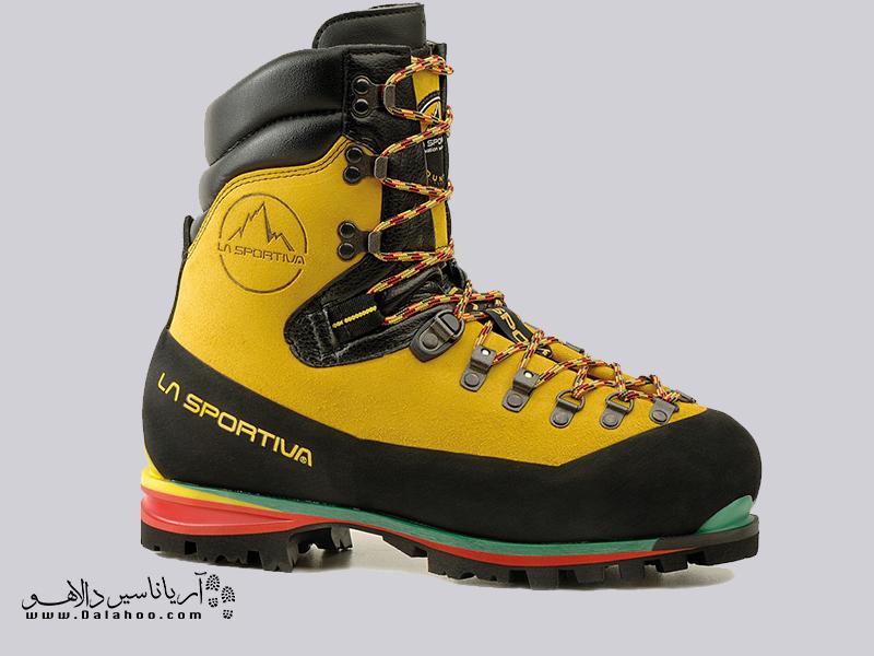 کفشهای تکپوش سنگین و بسیار قوی کوهنوردی هستند.