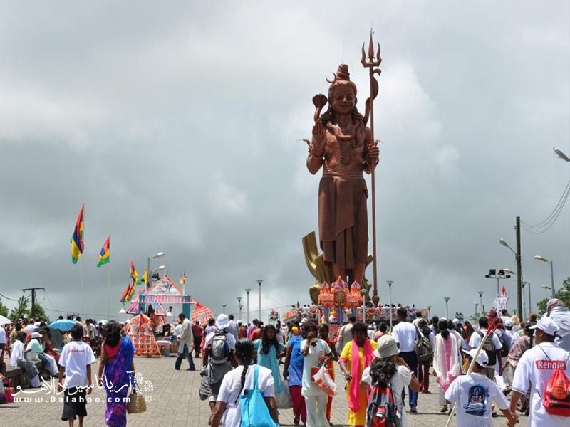 معبد هندو و مجسمه شیوا برای بسیاری از گردشگران جای جالبی است.
