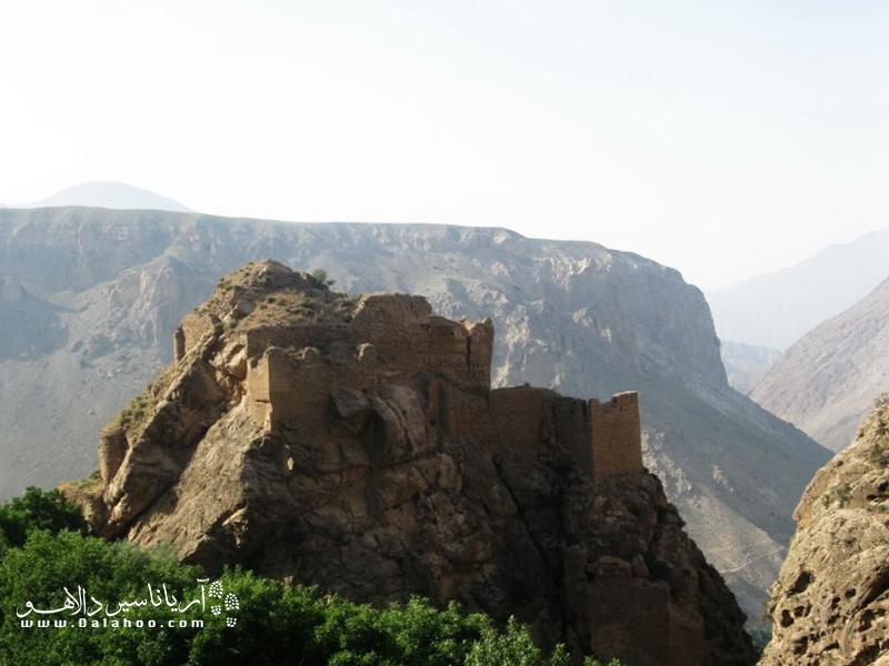 قلعه ملکه قلاع یا ملک بهمن یا قلعه فرشته که از بزرگترین قلعههای کوهستانی البرز به شمار میرود.