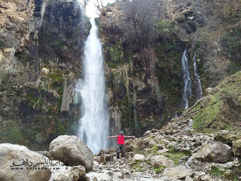 آبشار زیبای شیوند.