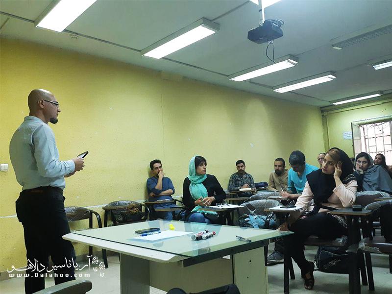 یکی از جلسات آموزشی دالاهو با حضور آقای کریم شادفر.