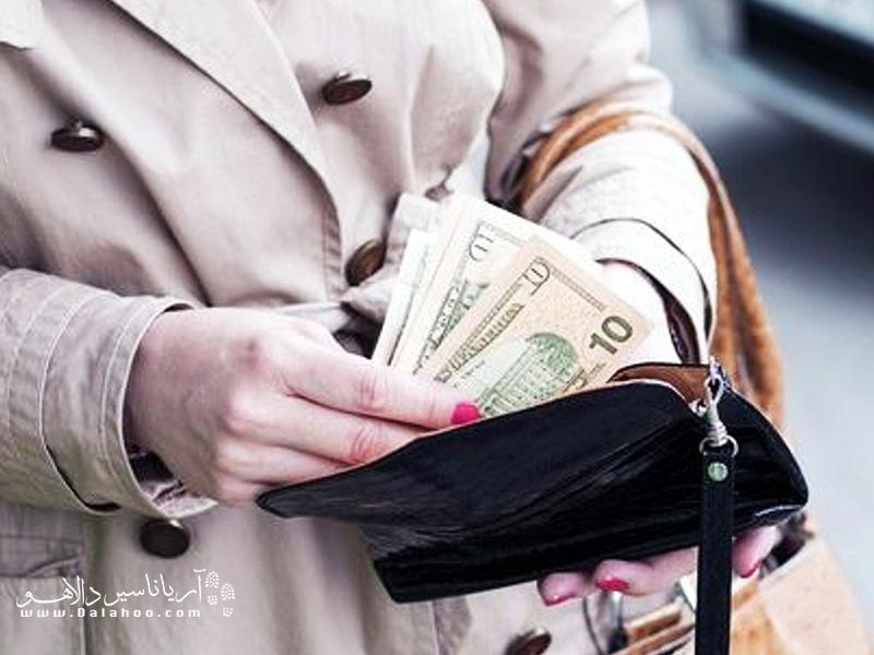 کیفهای گران قیمت دزدها را وسوسه میکند.