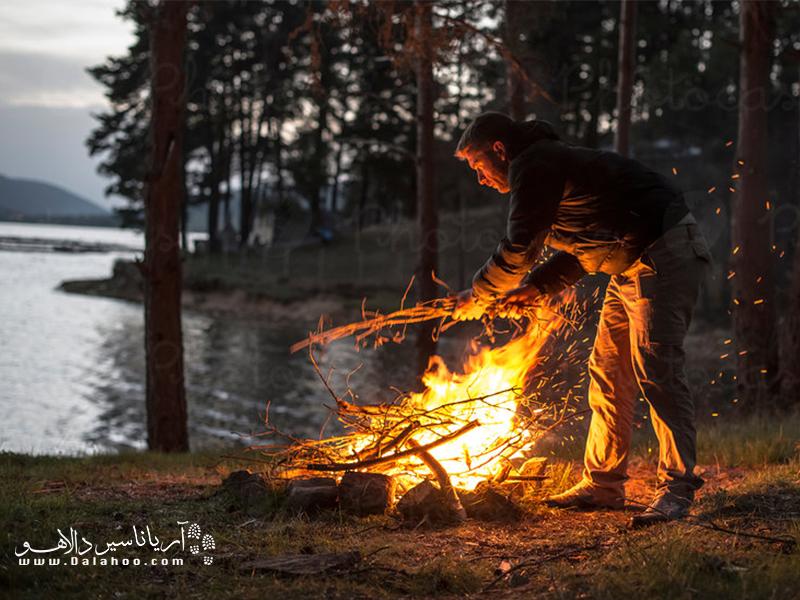 برای روشن کردن و روشن ماندن آتش شما به ماده سوختنی، حرارت و اکسیژن نیاز دارید.