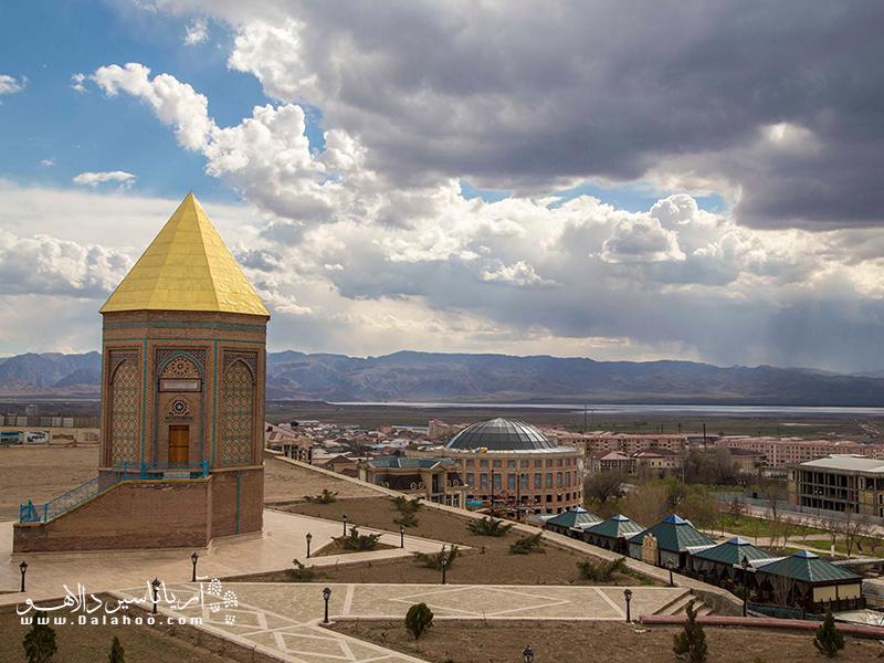 در دوران جنگهای ایران و روس (۱۸۲۶ ـ ۱۸۲۸ میلادی)، نخجوان از سوی ارتش روسیه تزاری اشغال شد و طبق معاهده ترکمنچای اراضی این سرزمین به تصرف دولت روسیه درآمد.