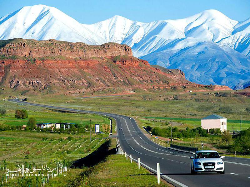 نخجوان آبوهوای قارهای خشک، با زمستانی سرد و خشک و تابستانی گرم دارد.