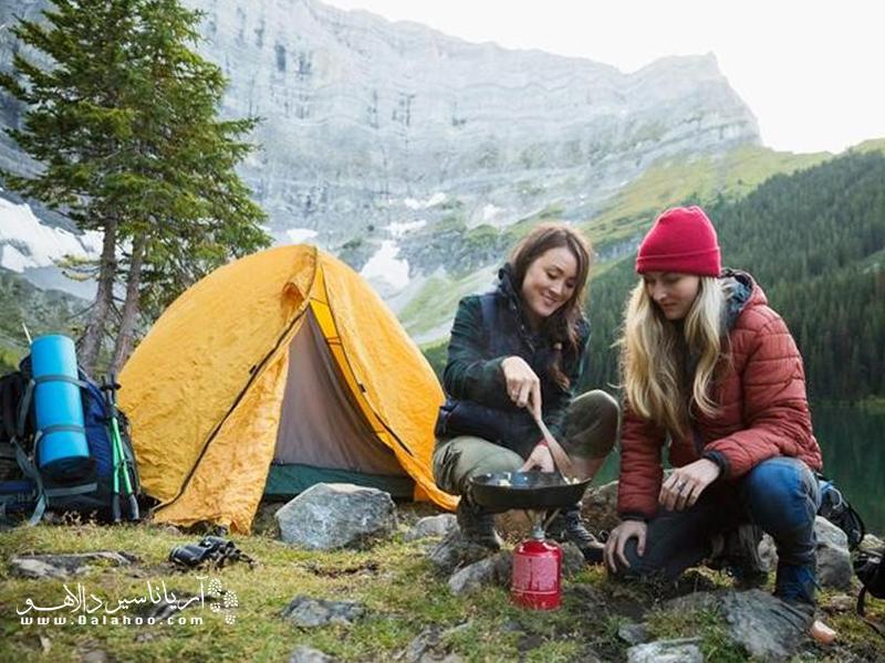 چادر یک سرپناه عالی در سفر است.