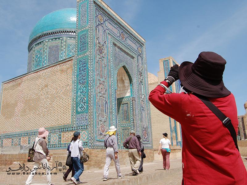مسجد بیبی خانم، یکی از بناهای معروف شهر سمرقند است.