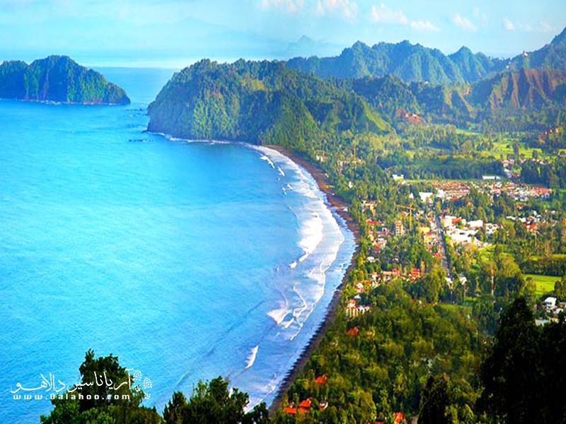 اقتصاد کاستاریکا متکی بر صنعت اکوتوریسم بوده و به همین دلیل این کشور توجه زیادی به مسایل زیستمحیطی خود دارد.