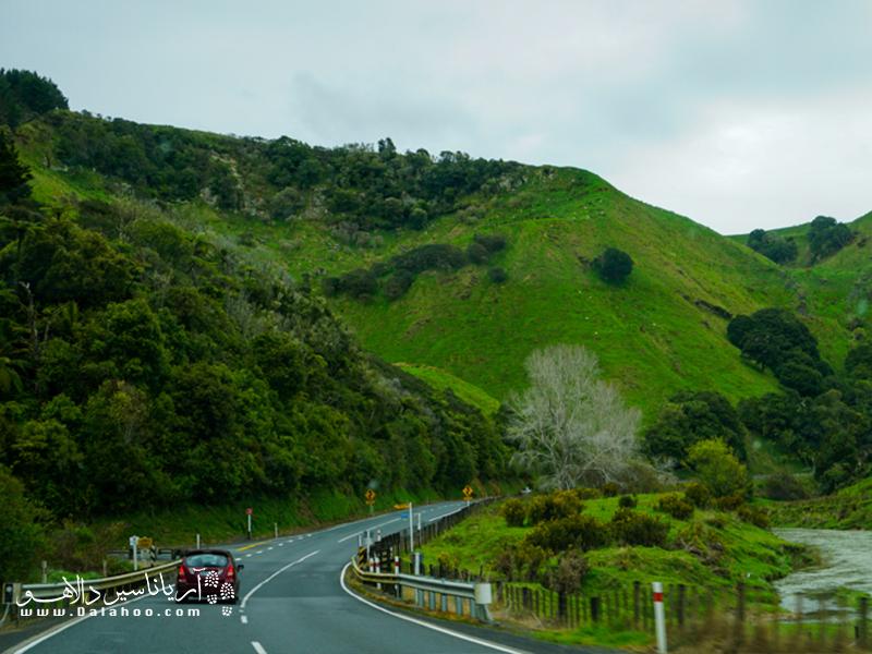 این کشور کم جمعیت که به محیط زیست خود توجه زیادی دارد، بهشت طبیعتگردها است.